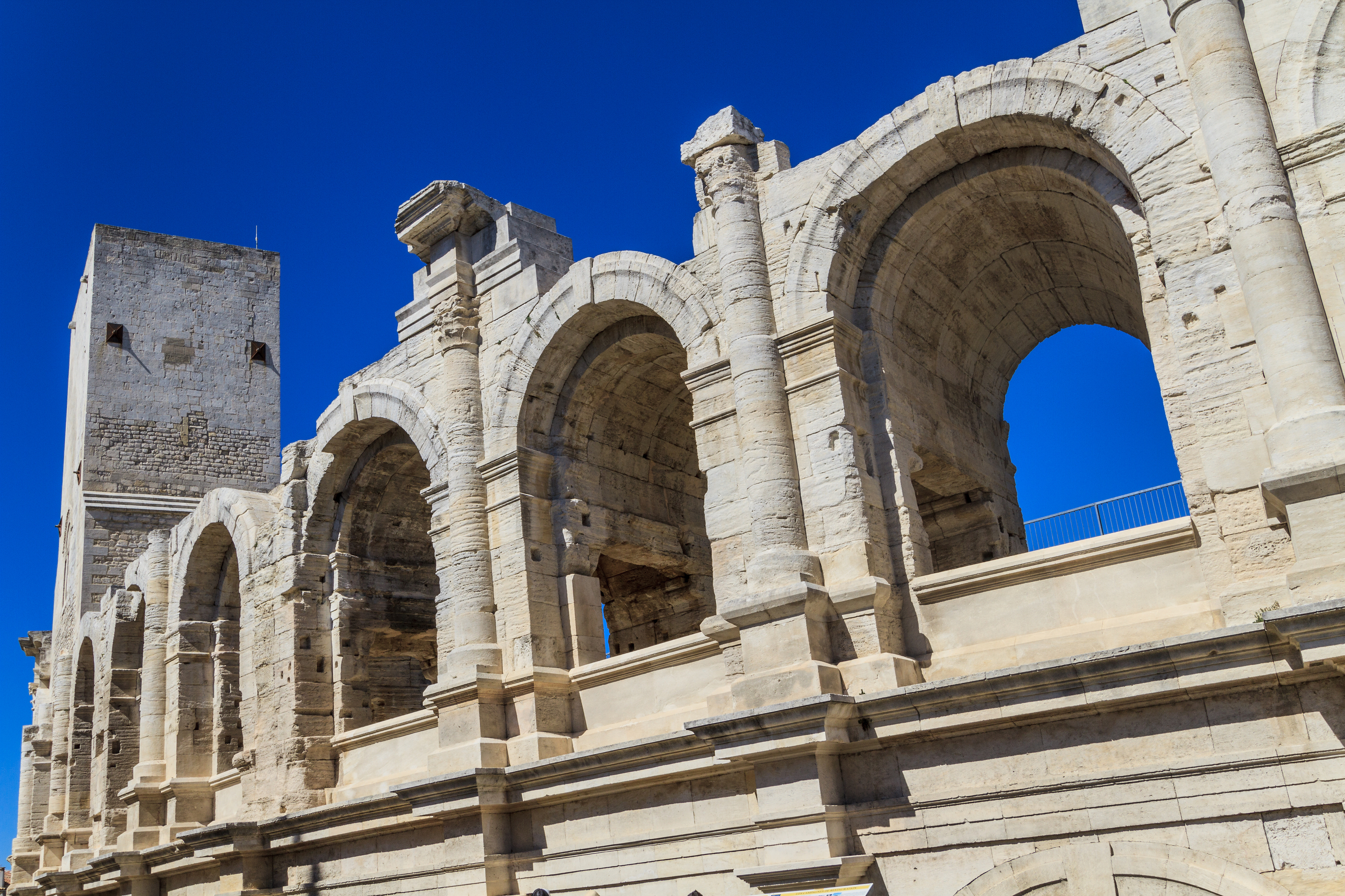 Activités, loisirs et transports Arles - Arles -